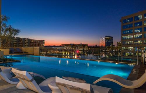 . Embassy Suites by Hilton The Woodlands