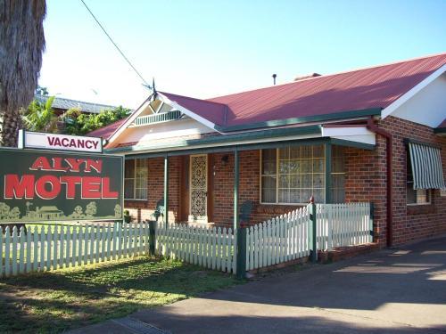 . Alyn Motel