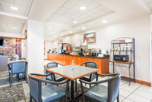 Wingate By Wyndham Erie - Erie, PA 16509