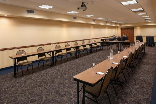 AmericInn by Wyndham Makato - Conference Center - Mankato, MN 56001
