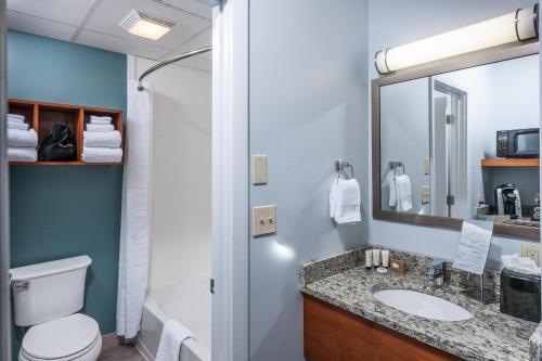 Rockland Harbor Hotel room photos