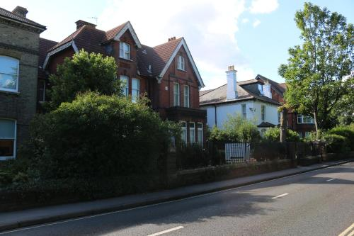 Acorn Lodge Guest House Guesthouse Bed And Breakfast Gosport Deals Photos Reviews