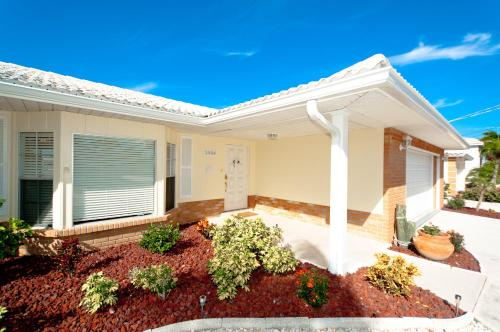 Sailors Dream Three Bedroom Home - Bradenton, FL 34210