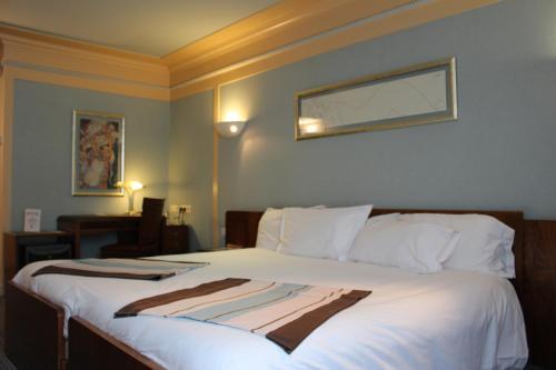 hotel art deco euralille h tel 110 avenue de la r publique 59000 lille adresse horaire. Black Bedroom Furniture Sets. Home Design Ideas