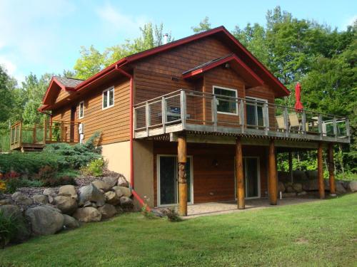 The Bear Cabin - Hotel - Ironwood