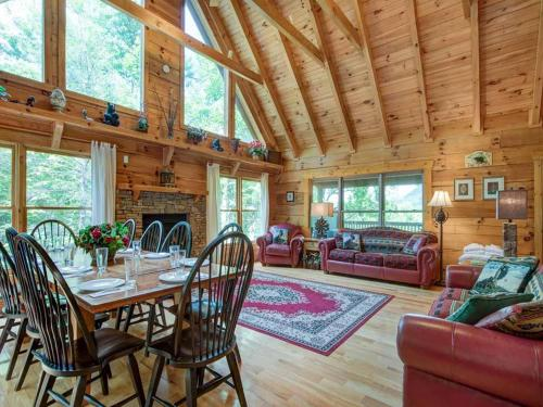 Cozy Bear Lodge - Three Bedroom Home