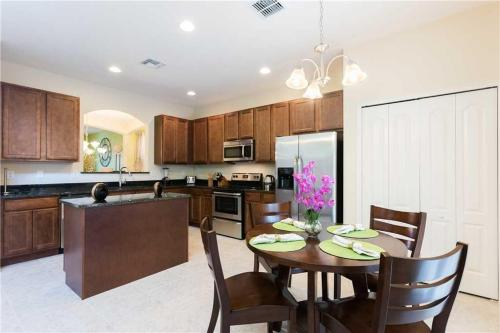 Veranda Palms Shrek - Six Bedroom Home - Kissimmee, FL 34747