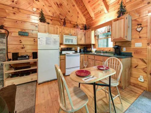 A Chance for Romance - Studio Home - Gatlinburg, TN 37738