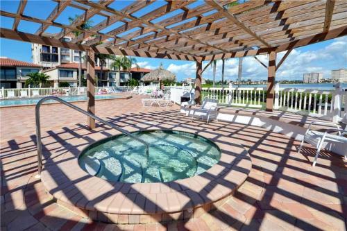 Palma Del Mar - One Bedroom Condo - D-601 - St Petersburg, FL 33715