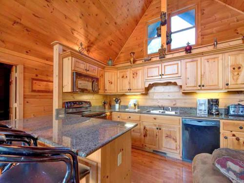 Above the Clouds - Four Bedroom Home - Gatlinburg, TN 37738