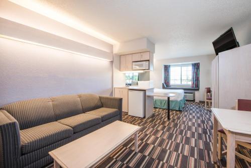 Microtel Inn & Suites By Wyndham Claremore - Claremore, OK 74017