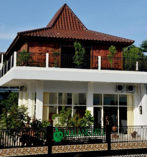 Malang Hill Gallery And Homestay