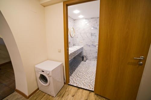Хостел «Парус» Нижнее спальное место на двухъярусной кровати в 6-местном общем номере для женщин