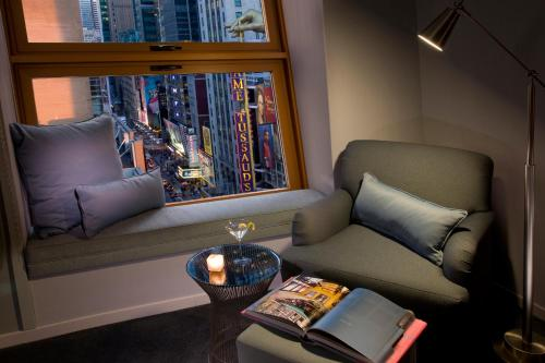 Westin New York at Times Square Номер Делюкс «Гранд» с кроватью размера «king-size»