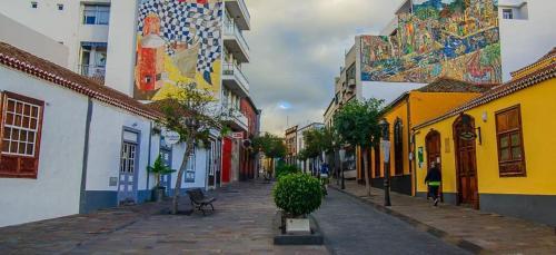Calle las Adelfas, 36, 38768 Los Llanos, Santa Cruz de Tenerife, Spain.