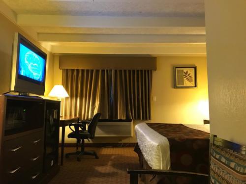 Days Inn By Wyndham Bloomington West - Bloomington, MN 55435