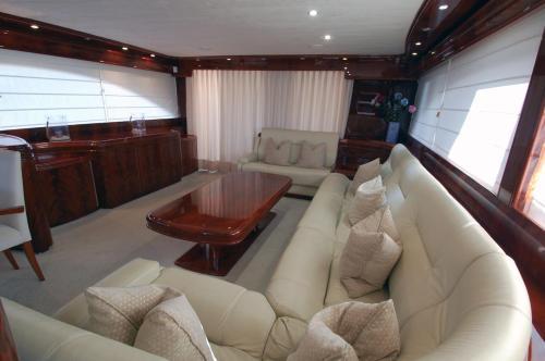 Motor Yacht Dandy photo 3