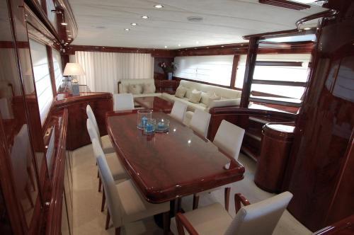 Motor Yacht Dandy photo 8