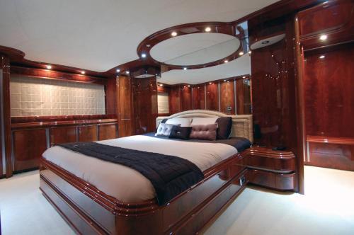 Motor Yacht Dandy photo 17