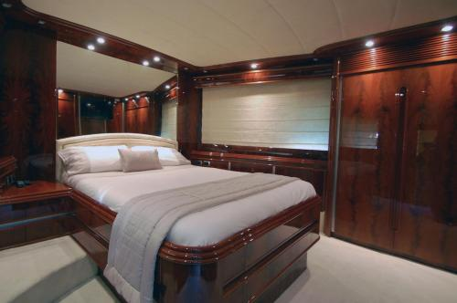 Motor Yacht Dandy photo 27