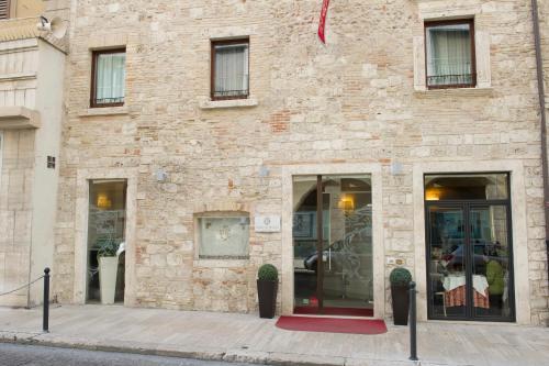 Corso Trento e Trieste 35, 63100 Ascoli Piceno, Italy.