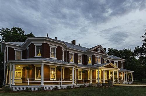 Grand Victorian Inn - Park City, KY 42160