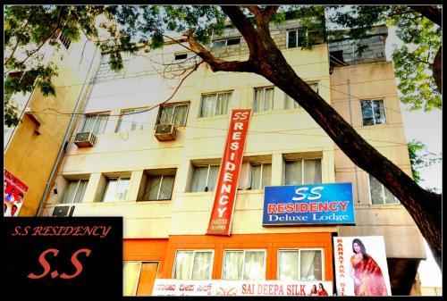 S S Residency Sr Nagar kanteerava stadium mallya hospital vfs global tech park Bangalore