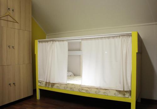 Хостел ПЛЕД на Самотёчной Двухъярусная кровать в общем номере с 7 кроватями