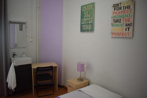 Hostal MiMi Las Ramblas photo 24