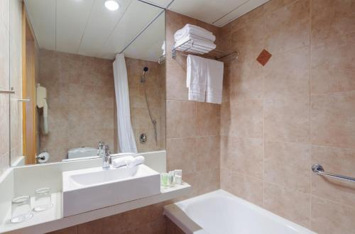 Prima City Hotel room photos