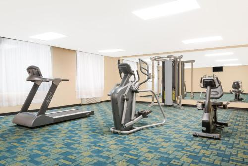 Ramada Hotel & Conference Center By Wyndham Lexington North - Lexington, KY 40505