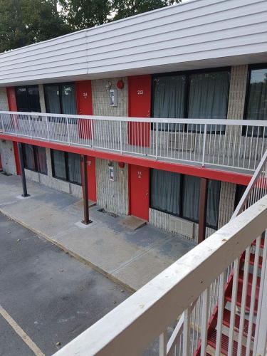 New Plaza Motel