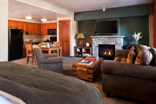 The Village Lodge - Mammoth Lakes, CA 93546
