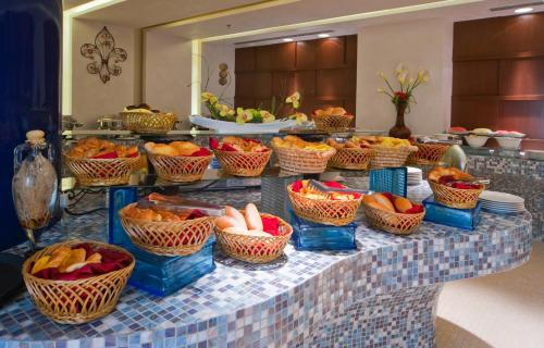 City Seasons Al Hamra Hotel photo 18