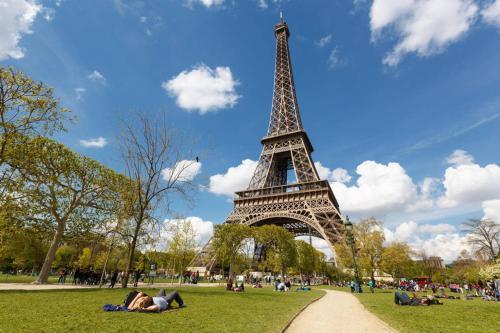 Lovely nest Eiffel Tower Bottom photo 28