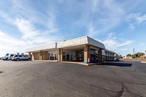 Motel 6 - Clinton - Clinton, OK 73601