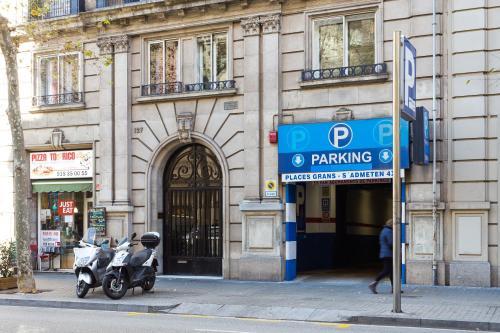 VINTAGE - Plaza Universidad (5Bedrooms/2Bathrooms) photo 3