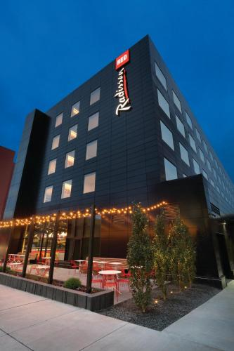 Radisson Red Minneapolis Downtown in MN on parking ramps downtown minneapolis map, hotels roseville map, galleria minneapolis map, hotels downtown mpls mn, hotels mall of america map, hotels uptown charlotte map, restaurants downtown minneapolis map, w hotel minneapolis map, airport minneapolis map, bars downtown minneapolis map,