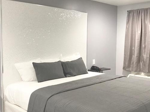 Ramsey Inn & Suites - Ramsey, NJ 07446