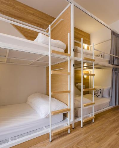 Bed One Block Hostel photo 8
