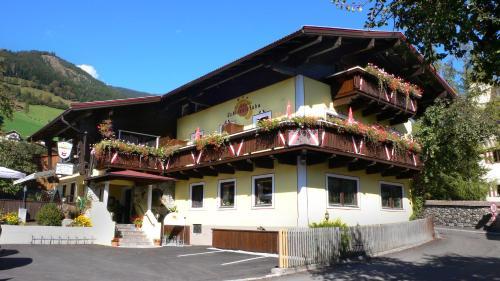 . Hotel Dorfgasthof Schlösslstube