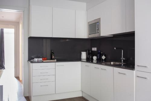Stylish Modern Gracia Apartment 2A photo 6