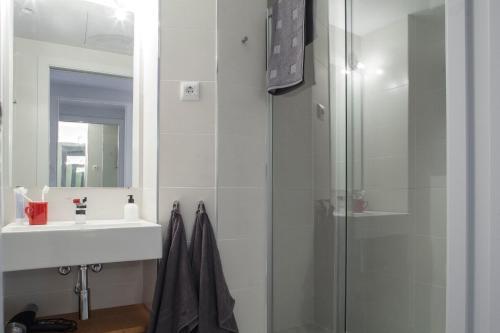 Stylish Modern Gracia Apartment 1B photo 3