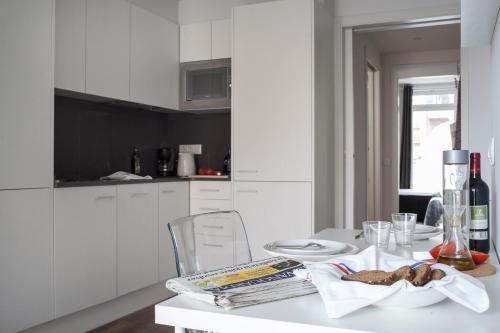 Stylish Modern Gracia Apartment 1B photo 4