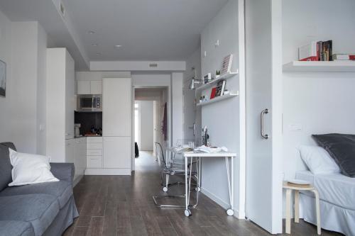 Stylish Modern Gracia Apartment 1B photo 6