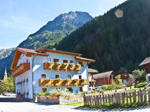 Tirolerhof - Frühstückspension und Appartmenthaus Kaunertal