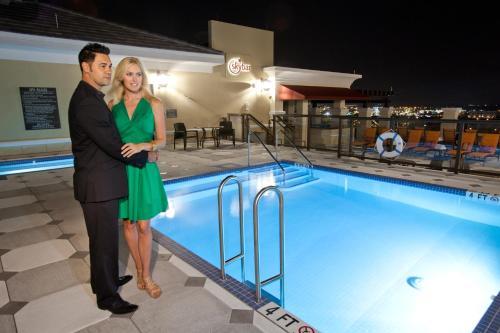 Ramada Plaza Resort & Suites by Wyndham Orlando Intl Drive photo 8