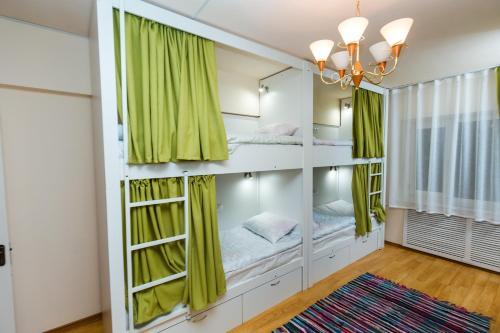 Кровать в общем 8-местном номере для женщин