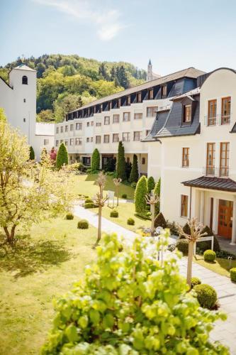 . Kloster St. Josef