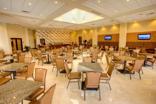 Ramada Plaza Resort & Suites by Wyndham Orlando Intl Drive photo 11